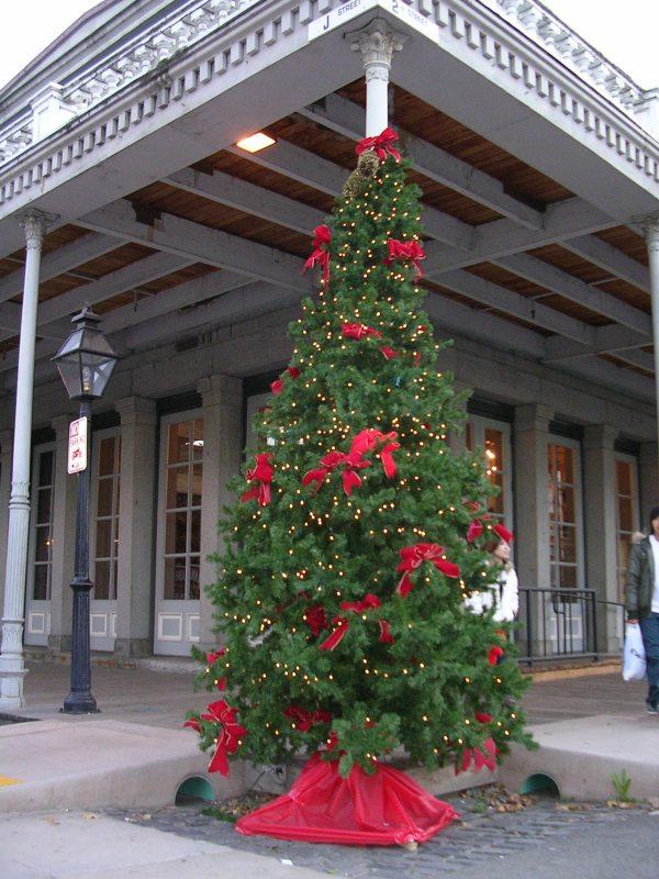 old-sacramento-heritage-holidays-tree